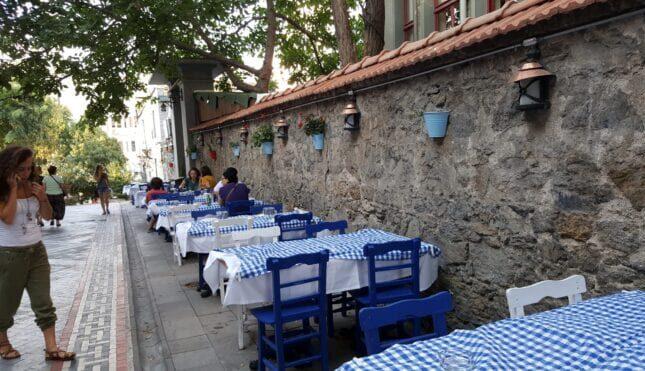 Güneşin sofrası meyhane, Kadıköy